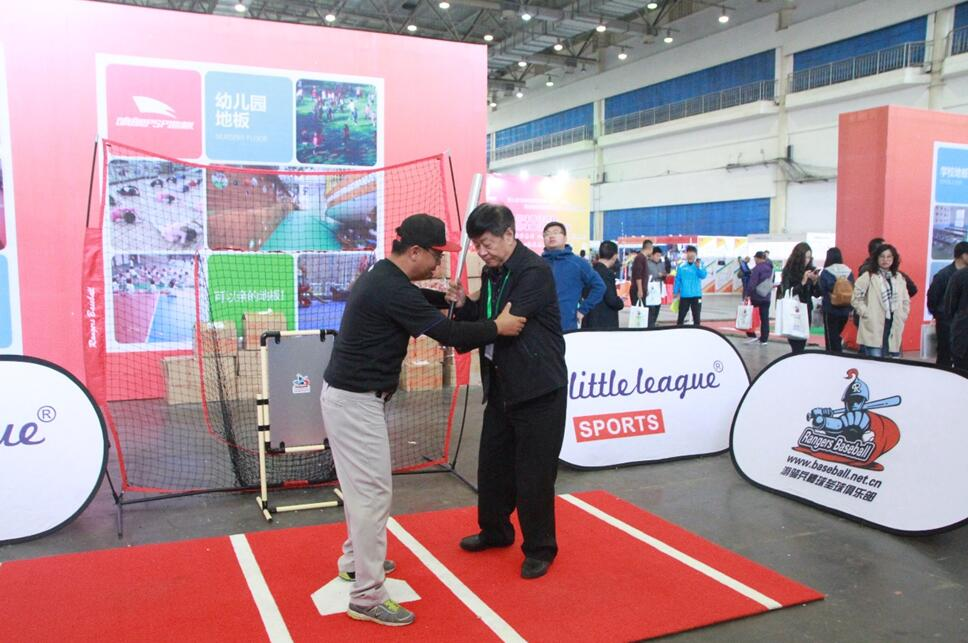 全国学校体育与卫生器材装备展现场直击