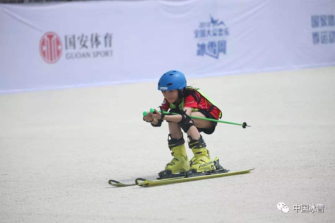 冰雪运动进校园  引发体育市场新需求