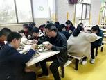 """""""学校陪餐制"""",台州这两地怎么做?"""
