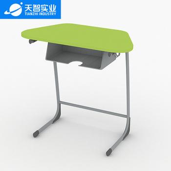 28位通用教室(梯形桌)