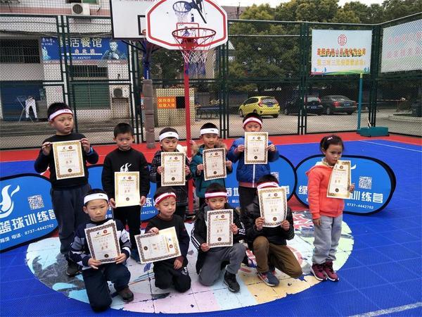 湖南益阳首届绿茵地杯篮球赛掀起篮球潮