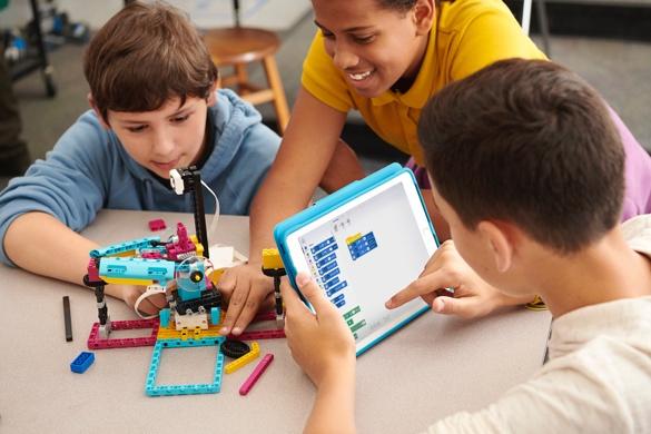 乐高教育40年 创建全新动手实践式STEAM学习方式