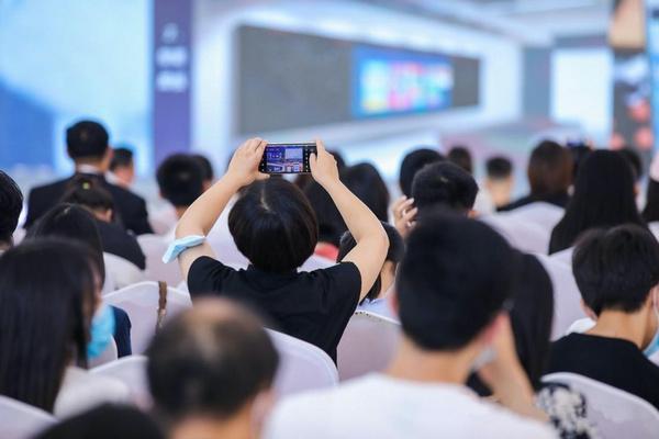 好未来轻舟入选2021世界人工智能大会智能职业教育品牌榜单TOP10