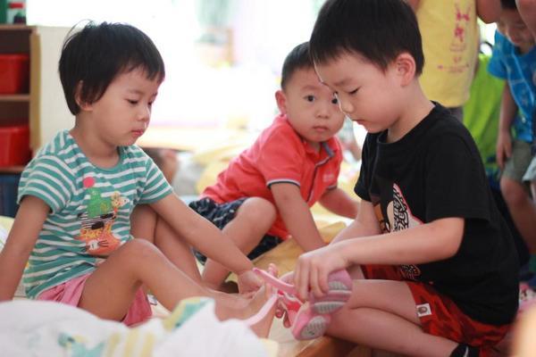 """""""什么都不学""""的幼儿园带给孩子什么?这所学校""""逆潮流""""传递新理念"""