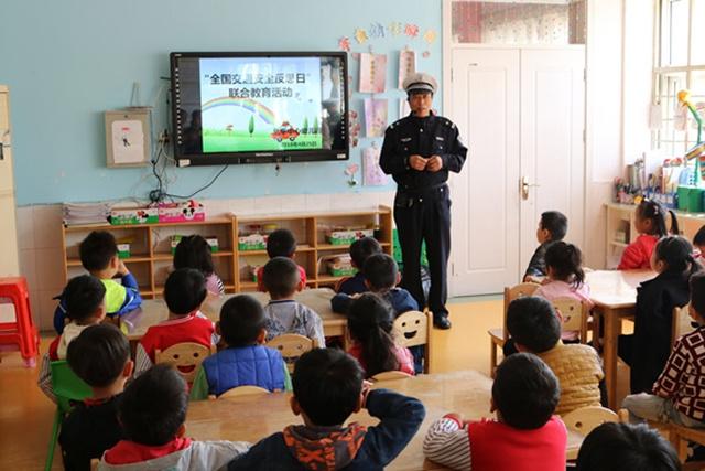 """北辛街道中心幼儿园开展""""交通安全反思日"""""""