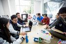 """中美青年创客中心打造创客的""""魔法学校"""""""