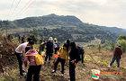 西华大学干部师生赴龙泉山开展义务植树活动