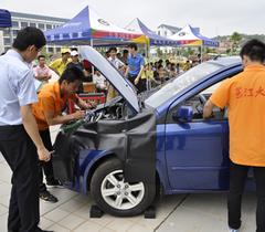 汽车展走进大学校园 邕大学生实战实训提高技能