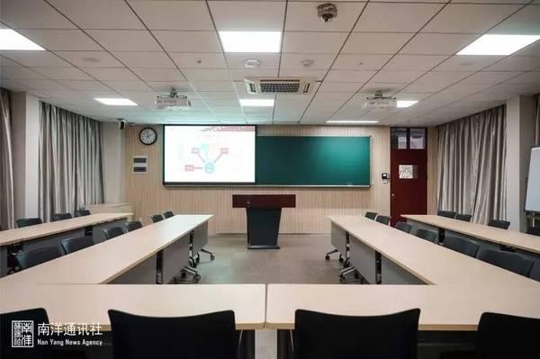 在云端听课?揭秘上海交通大学智慧教室_中国教育装备图片
